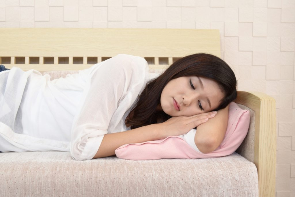 妊娠初期の頭痛、めまいや吐き気を伴うときは薬を飲んでもよい?頭痛の種類と対処法