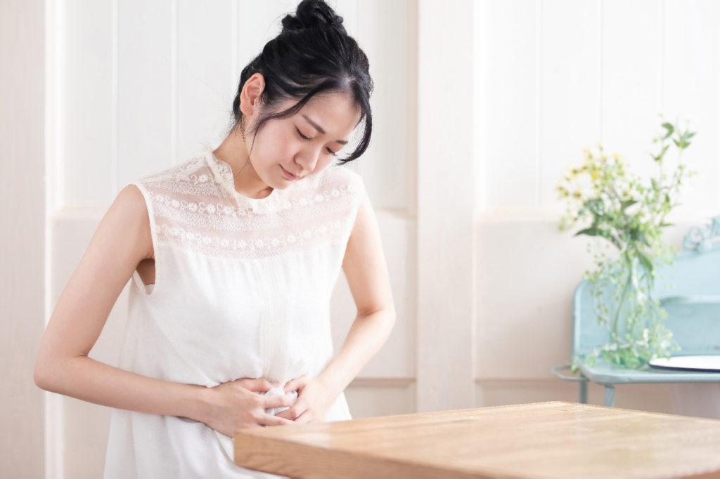 妊娠中期のおなかの張り。張ったときの対処法と病院の受診目安